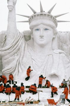 Snow statue of Lady Liberty. Ice and Snow Sculpture Festival in Sapporo, Japan. 2008 photo by Jim Bryant. Sculpture Textile, Sculpture Art, Snow Scenes, Winter Scenes, Ice Art, I Love Snow, Snow Sculptures, Snow Art, Frosty The Snowmen
