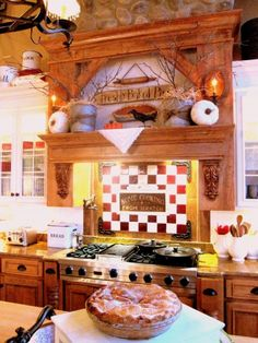 this is the coziest looking kitchen...just feels like people would be in here laughing and eating something yummy