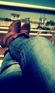 THIS is a sight I see often. waiting for the rodeo to start up. Gah, I miss Summer. <3