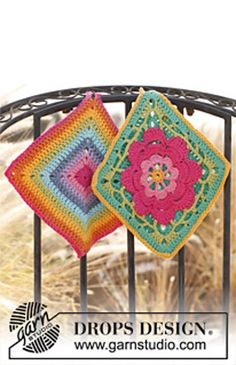 "Kitchen Wiz - Set consists of: Crochet DROPS pot holder with flower in ""Paris"" and Pot holder with stripes in ""Paris"". - Free pattern by DROPS Design Crochet Potholder Patterns, Crochet Motifs, Crochet Dishcloths, Crochet Squares, Knitting Patterns Free, Free Pattern, Free Knitting, Drops Design, Crochet Gratis"