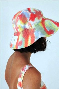 Hottest bucket hats to try right now Tye Dye, Bleach Tie Dye, Tie Dye Outfits, Cute Outfits, Estilo Beatnik, Tie Dye Hat, Tie Dye Jeans, Tie Dye Crafts, How To Tie Dye