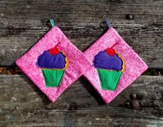 Cupcake Pot Holder Set of 2 by marylandquilter on Etsy, $15.00
