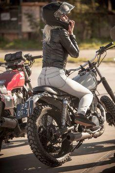 Yamaha Cafe Racer, Cafe Racer Motorcycle, Biker Love, Biker Style, Lady Biker, Biker Girl, Biker Baby, Chicks On Bikes, Cafe Racer Girl