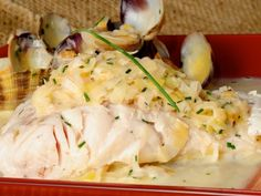 Receta | Merluza con salsa de puerros y almejas al cava - canalcocina.es