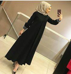 #kesfetteyim1290 Hijab Fashion Summer, Modern Hijab Fashion, Pakistani Fashion Casual, Abaya Fashion, Muslim Fashion, Modest Fashion, Fashion Dresses, Big Fashion, Muslim Long Dress