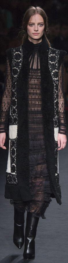 Fall 2015 Ready-to-Wear Valentino