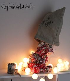 Tutoriales Bricolage, manualidades e ideas Cute Christmas Tree, Christmas Village Display, Christmas On A Budget, Christmas Decorations For The Home, Rustic Christmas, Holiday Fun, Christmas Holidays, Christmas Crafts, Christmas Ornaments