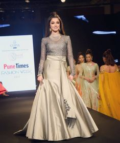 Attractive Indian Wedding Gowns, Indian Gowns Dresses, Pakistani Dresses, Indian Designer Outfits, Indian Outfits, Designer Dresses, Skirt Fashion, Fashion Dresses, Lehnga Dress