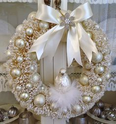 White Christmas (i might try spray painting my ugly fake pine wreaths white.More Christmas BeautiesTotally Inspiring Christmas Wreaths Decoration Ideas As White As Snow 16 - DecoralinkDiy holiday projects using dollar store ornaments 12 - GODIYGO. Noel Christmas, Pink Christmas, Beautiful Christmas, Christmas Central, Couronne Diy, Shabby Chic Christmas, Christmas Crafts, Christmas Ornaments, Diy Weihnachten