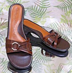 CLARKS BROWN LEATHER LOAFERS SLIP ONS SLIDES SANDALS SHOES US WOMENS SZ 7.5 M #Clarks #Slides #SpecialOccasion
