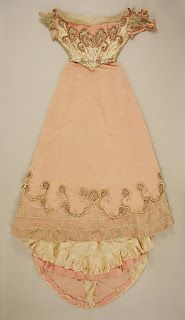 Madame de Pompadour (Evening dress and shows from c. 1880s Fashion, Victorian Fashion, Vintage Fashion, Vintage Style, Victorian Ladies, Victorian Era, Antique Clothing, Historical Clothing, 1800s Clothing