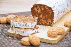 Salame-di-cioccolato Chocolate Salami Recipe, Salami Recipes, Amaretti Biscuits, Italian Cookies, Mousse, Banana Bread, Cheese, Ethnic Recipes, Desserts