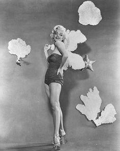 1953_Marilyn_by_Bert_Reisfeld_in_1953