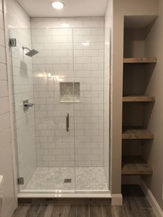 Shower with side shelving