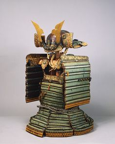 Domaru Armor with Light Blue Lacing, Helmet and Wide Arm Protectors, Edo period, Important Cultural Property of Japan 縹糸威胴丸 兜・大袖付 重要文化財