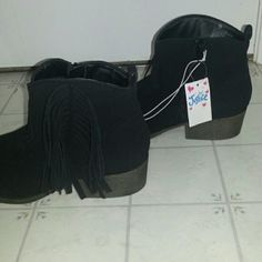 """Fringe booties NWT. New, never worn. GIRLS size 9 but can fit womens 8-9. Adorbale boots i biught to try to fit in or maybe hand down to younger sister. I wear a size 10 womens so they are too small for me and she did not like the fringe. 1.5- 2"""" heel. Justice Shoes"""