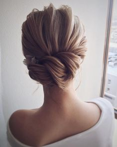 The Best and fabulous Hairstyles for Every Wedding Dress Neckline. Whether you're a summer ,winter bride or a destination bride, so make sure your hairstyle shows the pretty garment off as much as possible. #weddinghairstyles