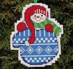 Cross Stitch ornamento de la Navidad  muñeco de nieve por britto801, $5,00
