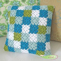 free crochet patterns: free crochet granny square charts and projects Granny Square Häkelanleitung, Granny Square Crochet Pattern, Crochet Stitches Patterns, Crochet Squares, Crochet Granny, Crochet Motif, Crochet Cushion Cover, Crochet Cushions, Crochet Pillow