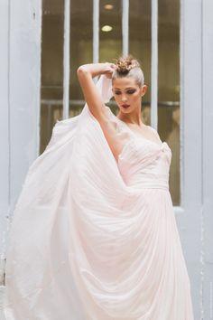 http://www.weddingland.fr/article-pearl-la-robe-fleur-de-sucre-x-stephanie-wolff-121538833.html