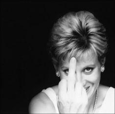 Alison Jackson, Diana Finger-Up (Détail), 2000. Épreuve jet d'encre. 18 x 22 cm.<br><br>Courtesy l'artiste, © Alison Jackson