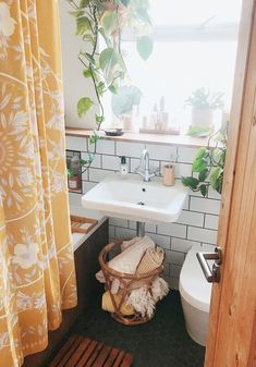 Ways to Add Plants in the Bathroom A Guide To The Best Plants For Your Bathroom A Pair A Spare within [keyword Decoration Inspiration, Bathroom Inspiration, Home Renovation, Bohemian Bathroom, Beton Design, Dream Apartment, Small Bathroom, Bathrooms, Plants For Bathroom