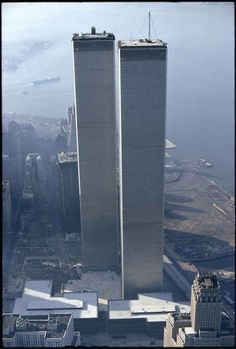 World Trade Center / The Twin Towers - Manhattan, New York / Vereinigte Staaten von Amerika / United States of America / USA World Trade Center Nyc, World Trade Towers, Trade Centre, World Trade Center Collapse, Photographie New York, 11 September 2001, New York City, Belle Villa, City That Never Sleeps