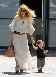 Rachel Zoe Photos - Designer Rachel Zoe enjoyed a lunch date with her son Skyler Berman at Hugo's Restaurant in West Hollywood, California on August - Rachel Zoe's Lunch Date With Skyler At Hugo's Her Style, Cool Style, Rachael Zoe, Mommy And Son, Street Chic, Street Style, Style And Grace, Material Girls, Casual Outfits