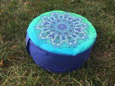 Meditační sedák plněný pohankovými slupkami modrá mandala + dárek Pilates, Ottoman, Chair, Home Decor, Pop Pilates, Stool, Interior Design, Home Interior Design, Home Decoration