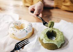 # ⚪ ⚪ ⚪ #itaewon #SpindleMarket #seoul #seul #market #sweet #cake #sprinkles #sprinklesdonthavecalories #donutlover #foodmarket #foodporn #foodblogger #dailyfood #dailyfood #donuts #이태원맛집 #먹스타크램