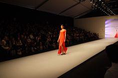 FOTO vestido rojo de @macario_jimenez en @FashionWeekMx by #amexfashion cc @educorderov