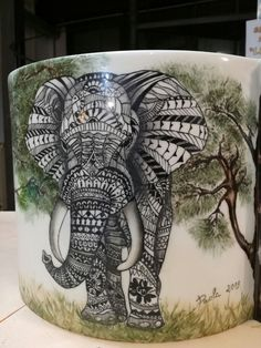 Vaso in porcellana dipinto a pennino Elephant Art, China Painting, Decoration, Watercolor Art, Pottery, Texture, Zentangles, Elephants, Drawings