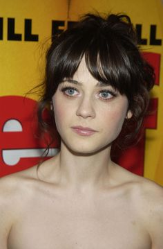 Zooey Deschanel, she looks so natural Zooey Deschanel Style, Zoey Deschanel, Hair Dos, My Hair, Pretty People, Beautiful People, Beautiful Eyes, Stunning Girls, Emily Vancamp