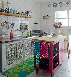 Mesinha da cozinha com rodas.