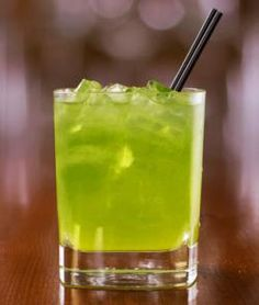 Incredible Hulk Drink Recipe If you enjoy cocktail with vibrant colors, then you will love the Incredible Hulk cocktail. It has a vibrant green color reminiscent of the skin of its namesake. Bar Drinks, Cocktail Drinks, Cocktail Recipes, Cocktails, Drink Recipes, Alcohol Recipes, Hennessy Drinks, Halloween Party, Cocktail