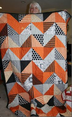 Halloween Chevron Quilt by florenceHalloween Chevron Quilt But use Orange and blueButtons and Butterflies: Quilted Leaf Potholders {Tutorial} - Halloween QuiltsHalloween Chevrons- possibly with bright chevrons?(from Dog Kennel Quilt Guild) Halloween Quilts, Halloween Quilt Patterns, Halloween Blanket, Halloween Sewing Projects, Halloween Fabric, Easy Halloween, Fall Quilts, Boy Quilts, Chevron Quilt