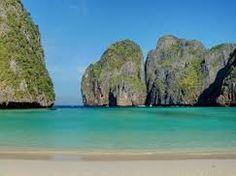 Maya Bay – the Mystic Paradise Beach in Thailand Playa Railay, Railay Beach, Leh, Places To Travel, Places To See, Vietnam, Western Coast, Phi Phi Island, Beautiful World