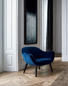 Poliform; Marcel Wanders's Mad Chair has an harmonic structure creating strong suggestions.