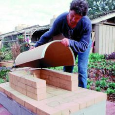 Use these step-by-step instructions to build a rustic outdoor oven Build A Pizza Oven, Diy Pizza Oven, Pizza Oven Outdoor, Pizza Ovens, Outdoor Cooking, Diy Fire Pit, Fire Pit Backyard, Backyard Bbq, Oven Diy