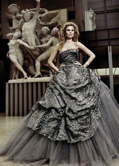 Grey ball gown. Photographer Mario Sierra.