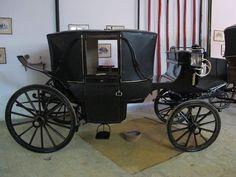Landau Historical Romance Novels, Old Wagons, Horse Carriage, Vintage Horse, Regency Era, Horse Drawn, Vintage Photographs, Old Cars, Old School