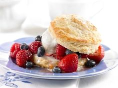 20 Sugar-Smart Brunch Ideas: Mixed Berry Shortcakes http://www.prevention.com/food/healthy-recipes/?s=5