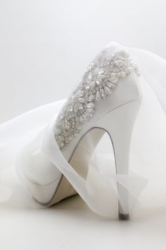 Hands up if you're falling in love with our statement wedding heel #Indulgence coming next month! #ParadoxPink