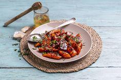 Pannestekte gulrøtter med honning og hvitløk.  Grønne retter på under 10 minutter - oppskrift! Grill Pan, Grilling, Kitchen, Griddle Pan, Cooking, Crickets, Kitchens, Cuisine, Cucina