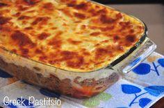 Greek Pastitsio Recipe - Layered Pasta with Ground Beef and Cheese Sauce :http://www.recipesaresimple.com/greek-pastitsio/