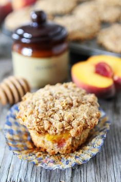 Whole wheat honey peach muffins with a sweet oat streusel topping. These muffins are a must make! Peach Muffin Recipes, Brunch Recipes, Breakfast Recipes, Dessert Recipes, Breakfast Snacks, Breakfast Muffins, Just Desserts, Delicious Desserts, Yummy Food