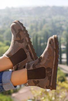 The BEARPAW Drew women's Earth Camo boot