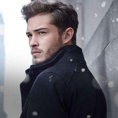 Francisco Lachowski #modelo #franciscolachowski #nieve http://www.pandabuzz.com/es/bombon-del-dia-hombre/francisco-lachowski-nieve-abrigo