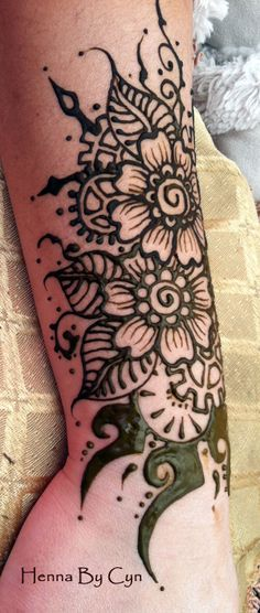 We are practicing our Steampunk Henna, gearing up for the AMAZING PHOENIX COMIC CON, late Jan 2014, where we will be painting Henna. Henna Ink, Henna Tattoos, Henna Mehndi, Tatoos, Henna Flower Designs, Flower Henna, Tattoo Art, Body Art Tattoos, Henna Party