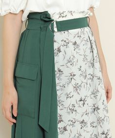 Pin by Ayaka on ボトムス in 2020 Skirt Fashion, Hijab Fashion, Korean Fashion, Fashion Dresses, Fashion Fashion, Beige Skirt Outfit, 70s Inspired Fashion, Fashion Details, Fashion Design